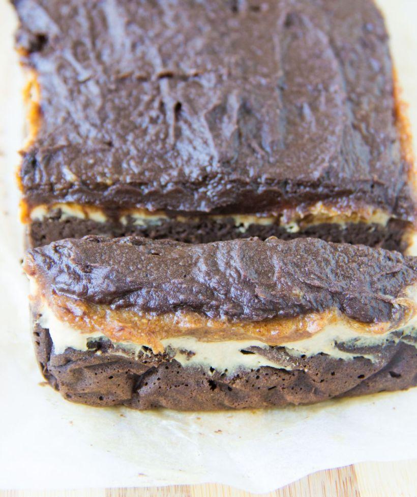 slicedsnickerscake1