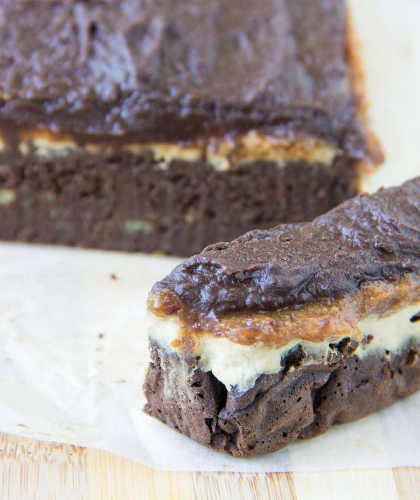 slicedsnickerscake2